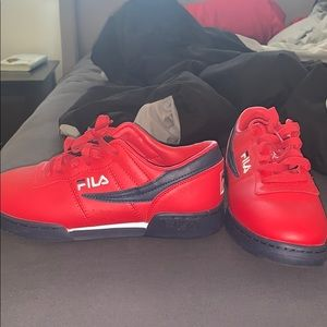 Size 8 low top FILAS